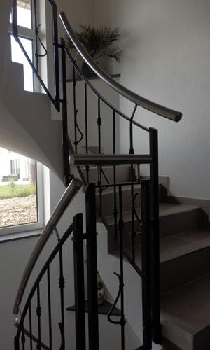mb baumgartner treppengelaender var2 2 - Metall ist ein kreativer Werkstoff